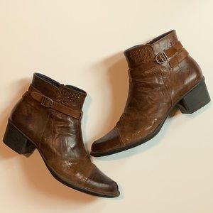 DORKING brown western leather bootie Size 39